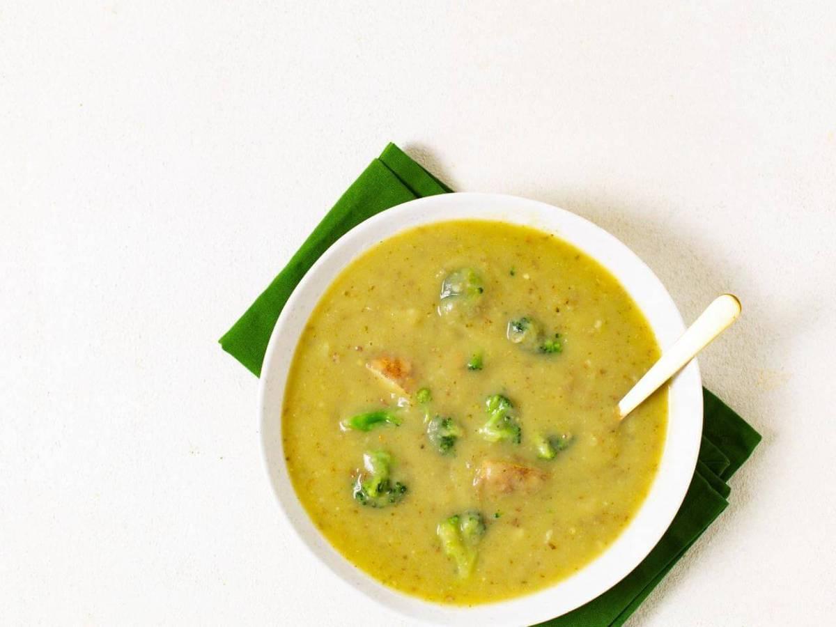 Broccoli Potato Soup Recipe | plantbasedonabudget.com | #soup #broccoli #vegan #lunch #veggies #plantbasedonabudget