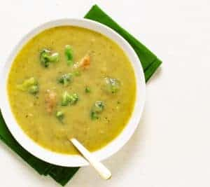 Broccoli Soup Recipe   plantbasedonabudget.com   #soup #broccoli #vegan #lunch #veggies #plantbasedonabudget